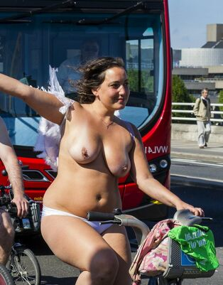 Horny Plumper unwrapping in public places of europe