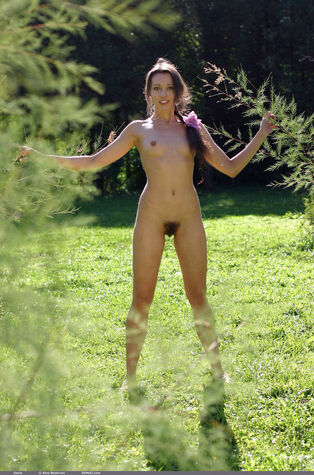 domai showcases wooly cooch Russian hotty naked outdoor