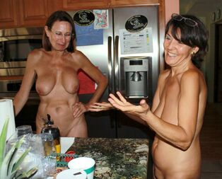 2 old gfs nudists cook dinner bare