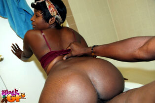 Ebony unexperienced Jasmine parks her giant donk on a..