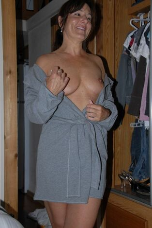 I needs more of this milf nakedness